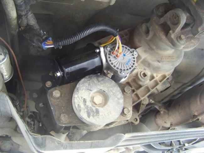 (ford ranger electronically shifted transfer case – note the black shift  motor)